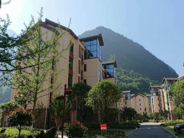神龙峡山涧居实景图